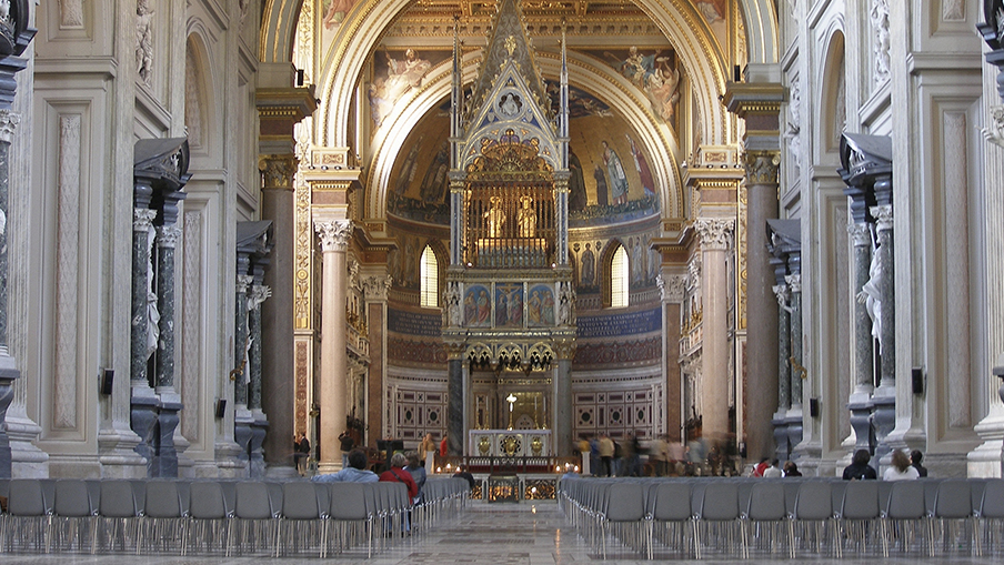 Imagem do interior da Basílica de Latrão, a igreja do Papa
